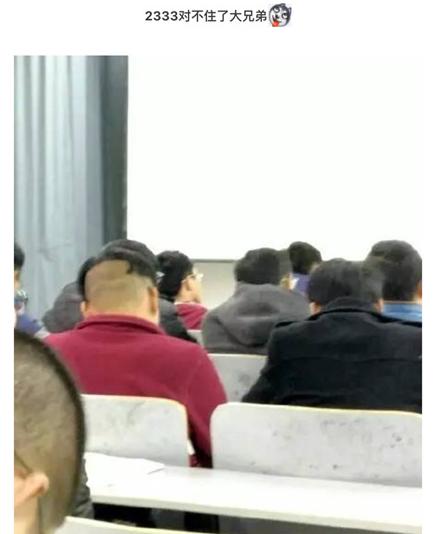 要优雅不要污:嘿!我拍到你们在学校上课的照片啦!